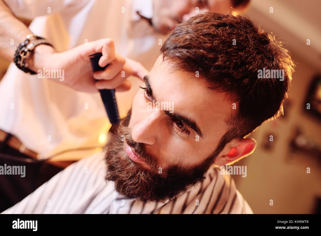 Coiffure Salon de coiffure ou une coiffure ne au client Photo Stock