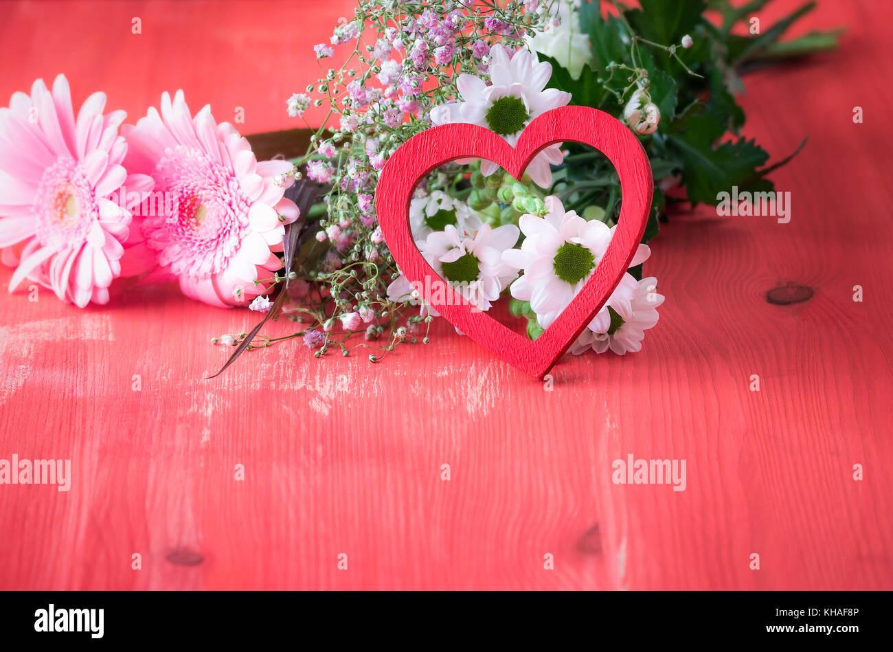Theme De L Amour Libre Avec Un Coeur En Bois Rouge Appuyee Sur Un