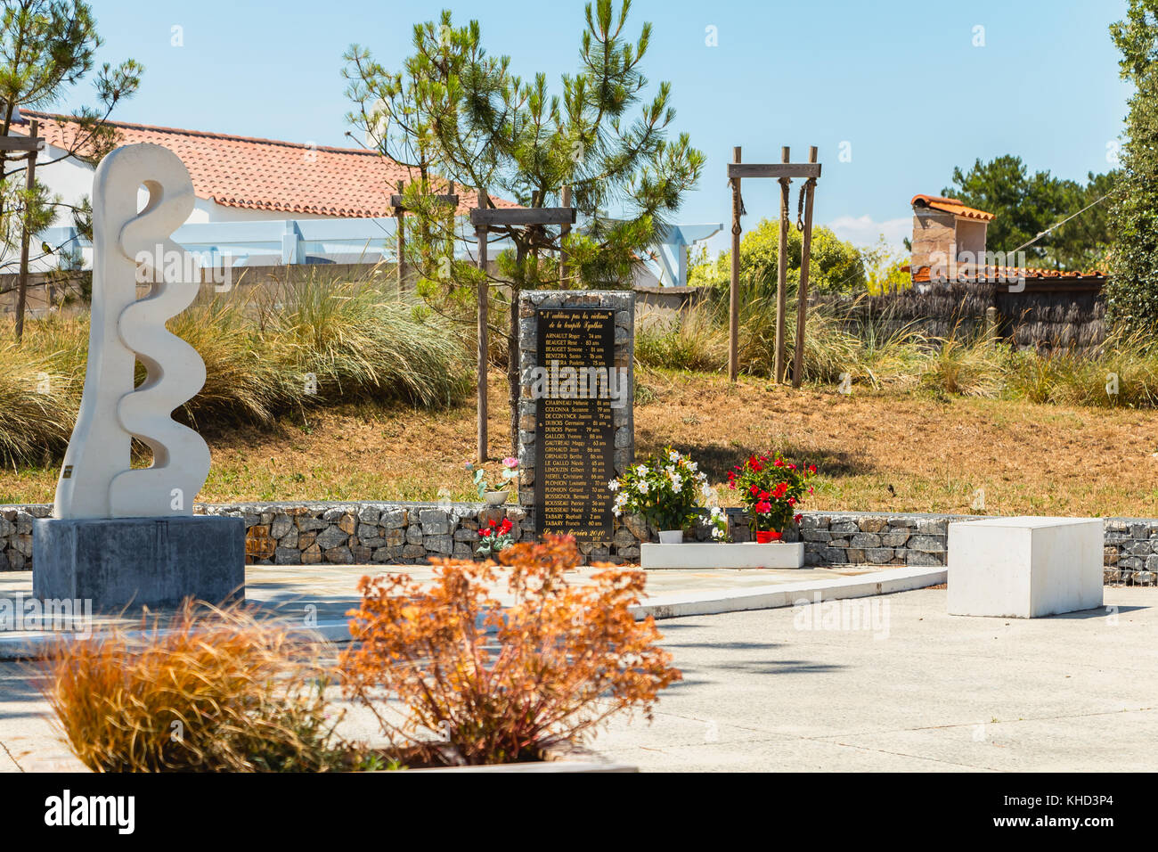 LA FAUTE SUR MER; FRANCE - Juillet 06, 2016: monument à la mémoire des 29 victimes qui ont Photo Stock