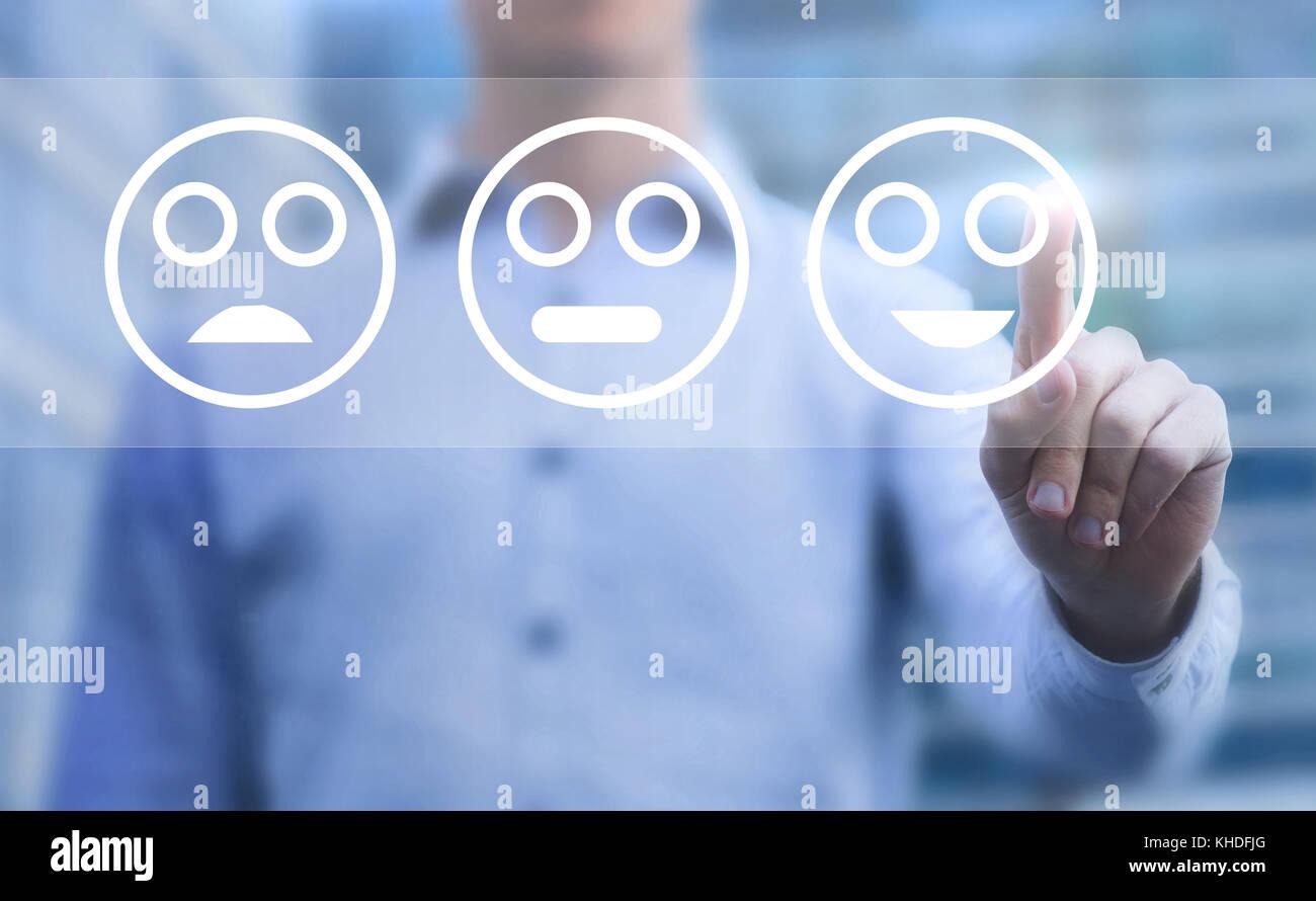 Concept de satisfaction client, enquête sur l'écran tactile avec smileys Photo Stock