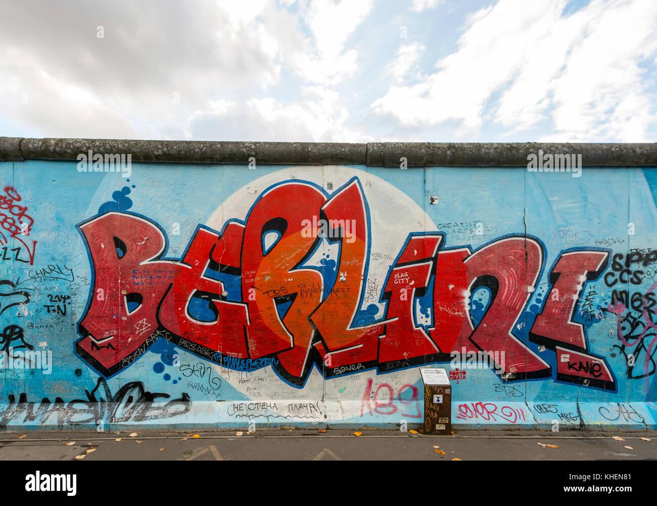 Inscription Berlin, la peinture du mur de Berlin, East Side Gallery, Berlin, Allemagne Photo Stock