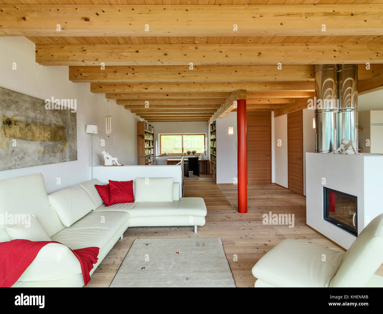 Interiors plans d\'un salon moderne avec un canapé en cuir ...