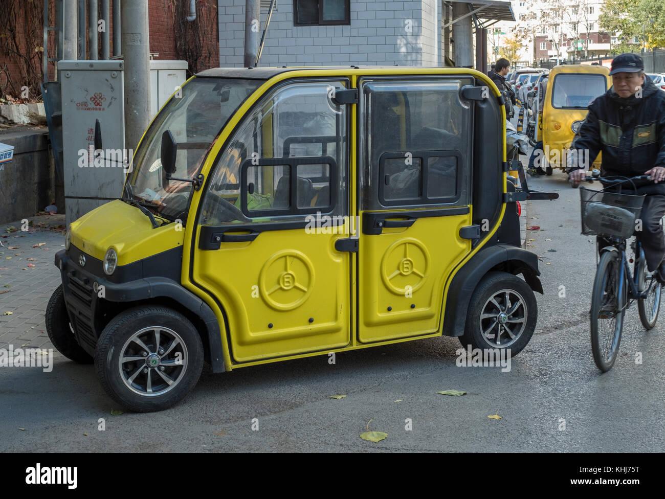 Mini voiture électrique sans permis est vu à Beijing, Chine. Photo Stock