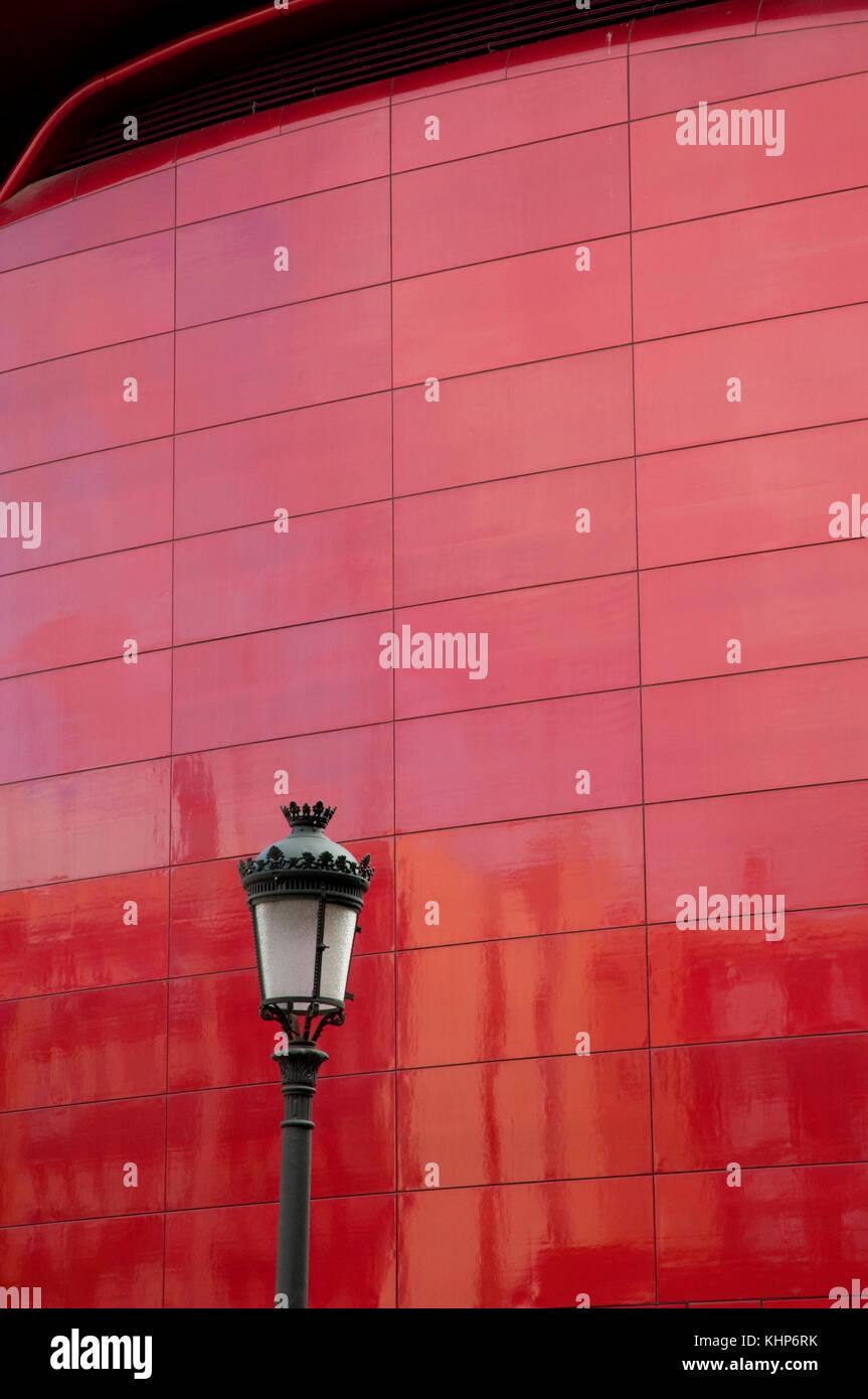 Détail de la façade. Centre d'Art Reina Sofía, musée national. Madrid, Espagne. Banque D'Images