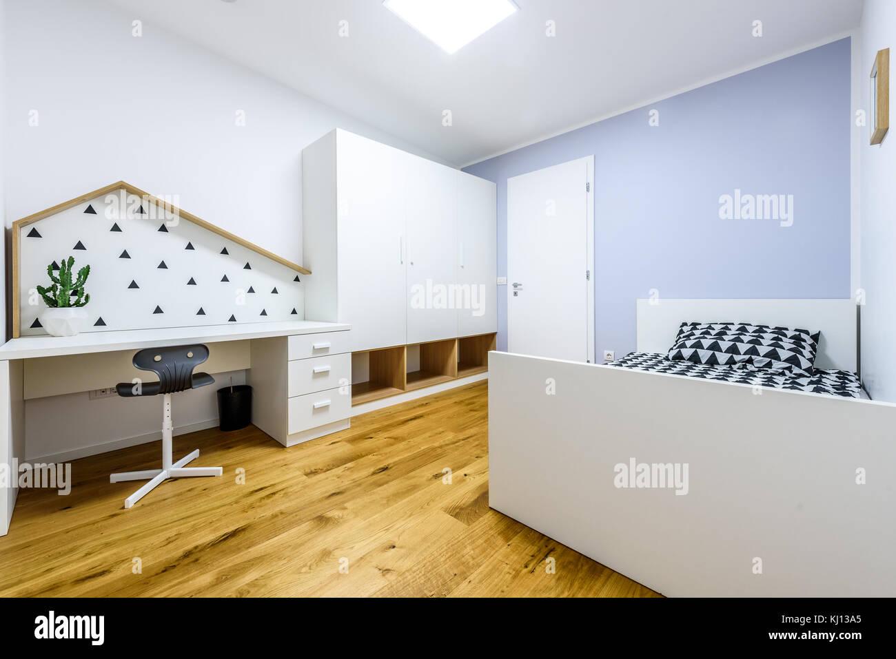 Les enfants jouent moderne chambre avec lit et bureau d\'étude ...