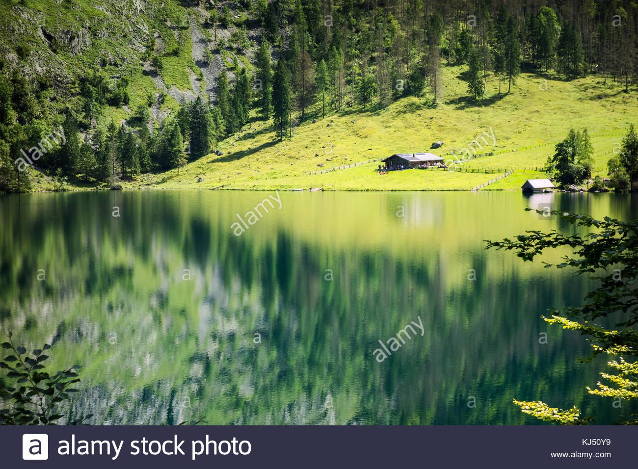 Chalet au bord du lac Photo Stock