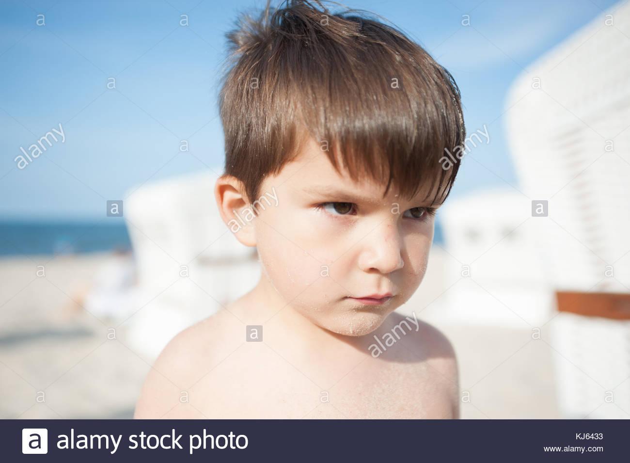 Garçon de grincheux Photo Stock