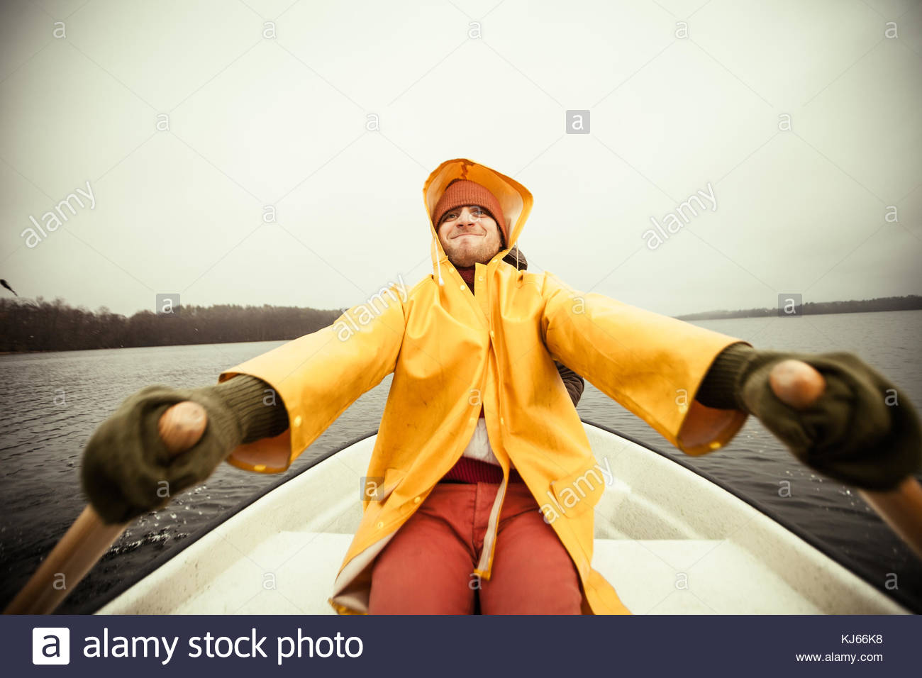 L'homme l'aviron Photo Stock