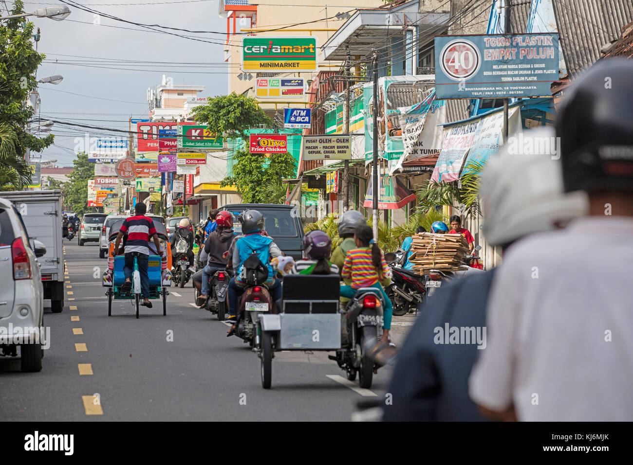 Vélos-pousse / becak pour le transport public dans la ville de Yogyakarta, java, Indonésie Photo Stock