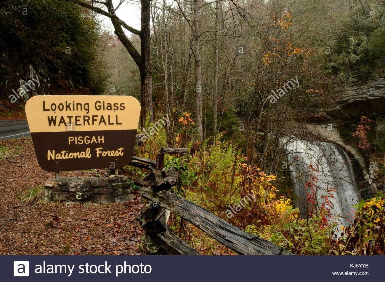 Panneau d'interprétation, à la tombe de verre, Pisgah National Forest dans le Nord Carolina Mountains. Chute d'eau Banque D'Images