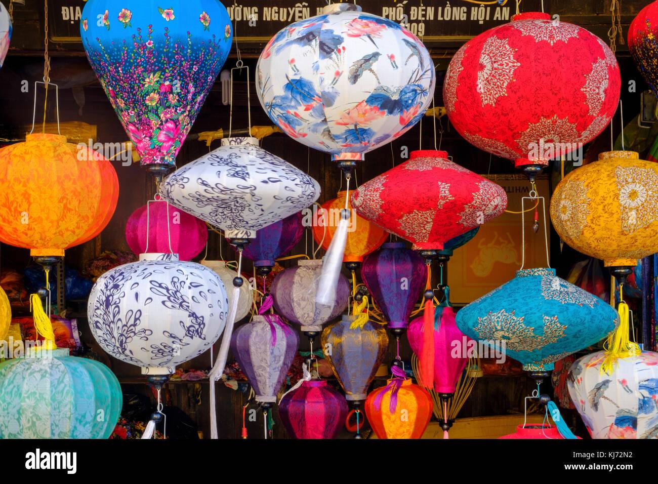 Lanternes peintes traditionnelles à vendre à Hoi An, ville ancienne Photo Stock