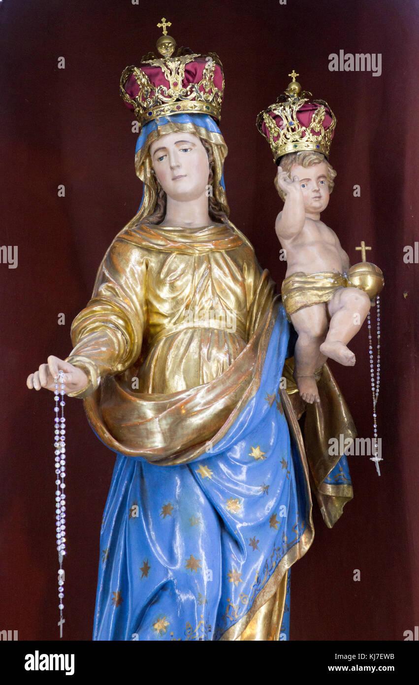 c3289b5c6d356 Statue de Vierge Marie la Reine tenant l enfant Jésus Christ. San Vittore  Martire Church (Église de Saint Victor Maurus - la Lande - la martyre -  église