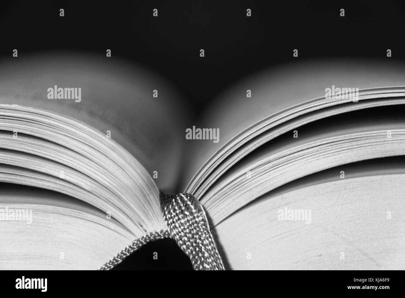 Livre ouvert avec ruban Photo Stock