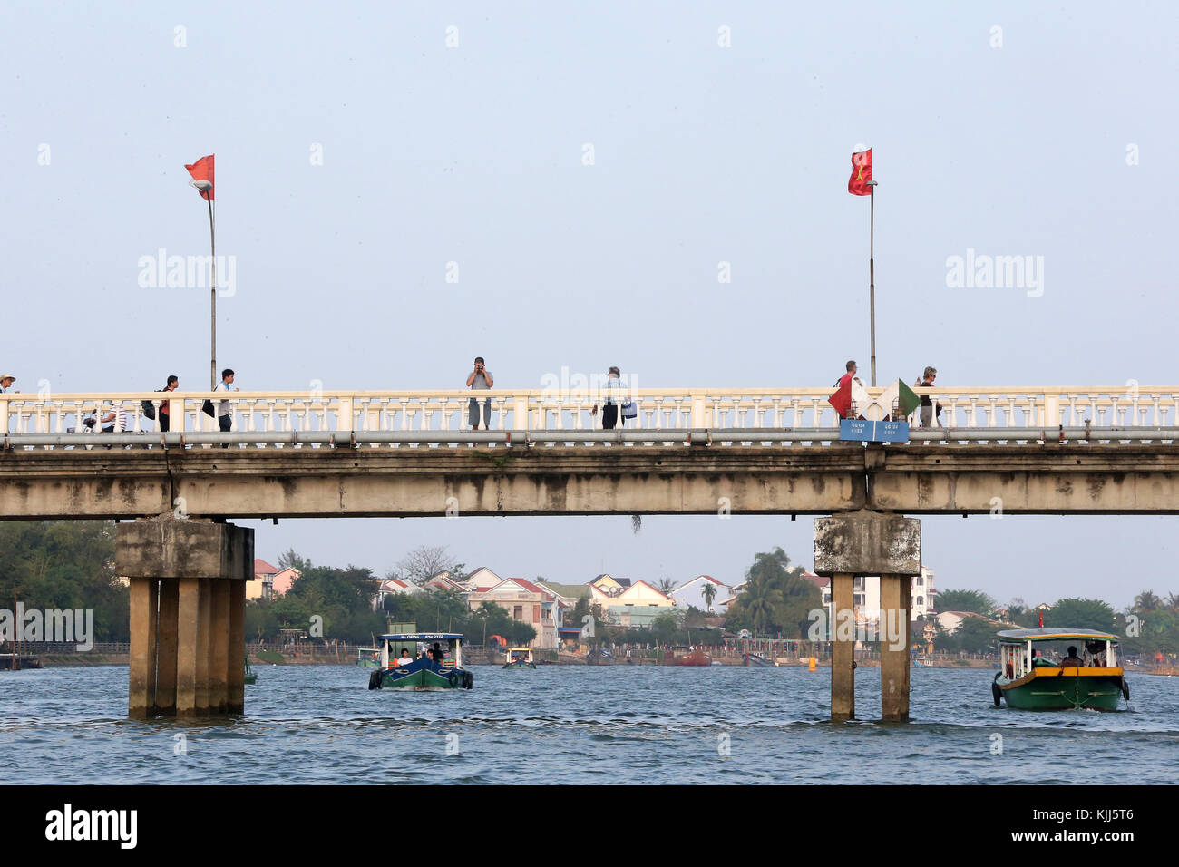 La rivière Thu Bon. Pont. Hoi An. Le Vietnam. Photo Stock