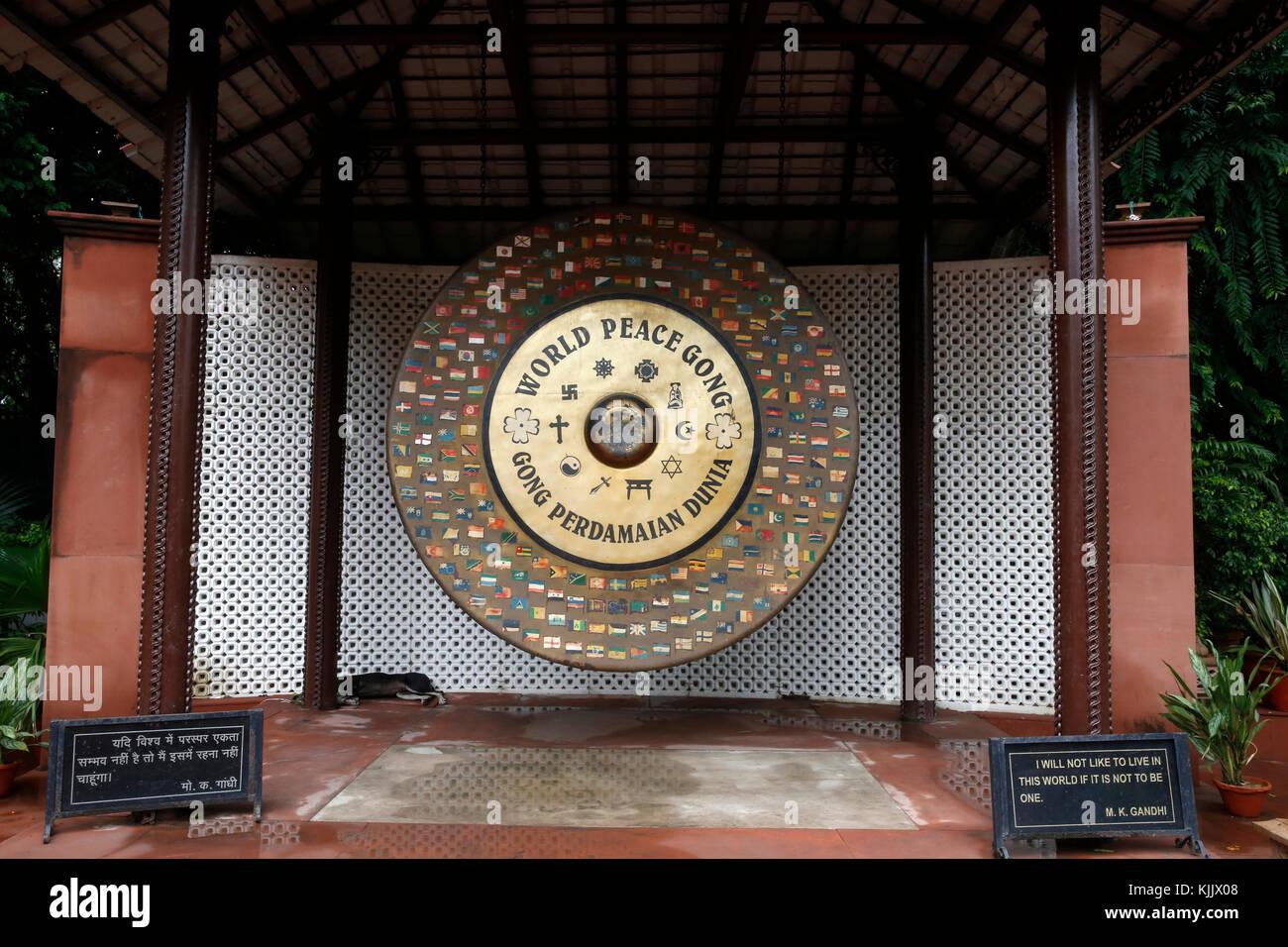 Gandhi Smriti autrefois connu sous le nom de maison ou Birla Bhavan Birla, est un musée consacré au Mahatma Gandhi. World Peace Gong. Delhi. L'Inde. Banque D'Images