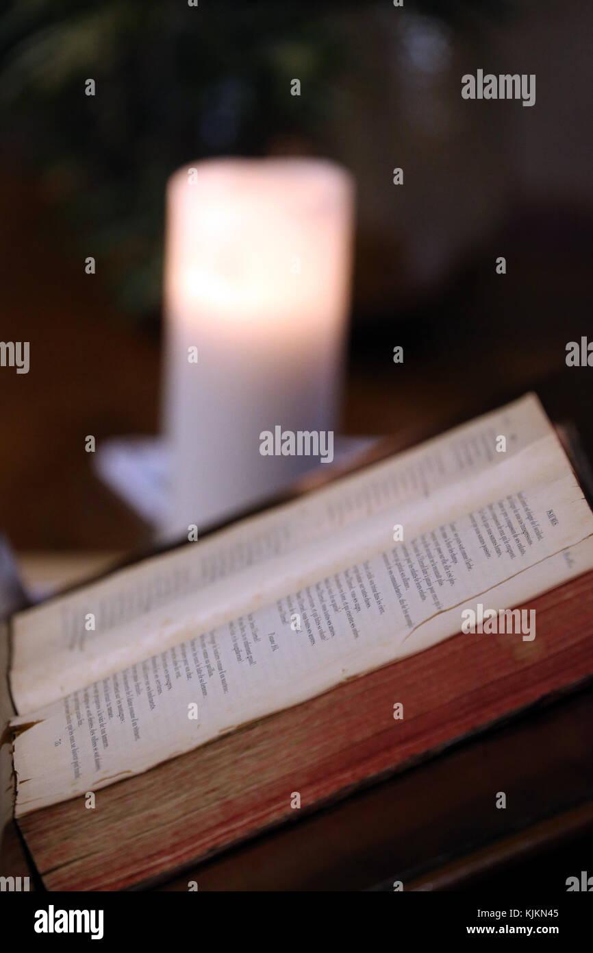 La cathédrale Saint-Pierre. Vieille Bible. Genève. La Suisse. Photo Stock