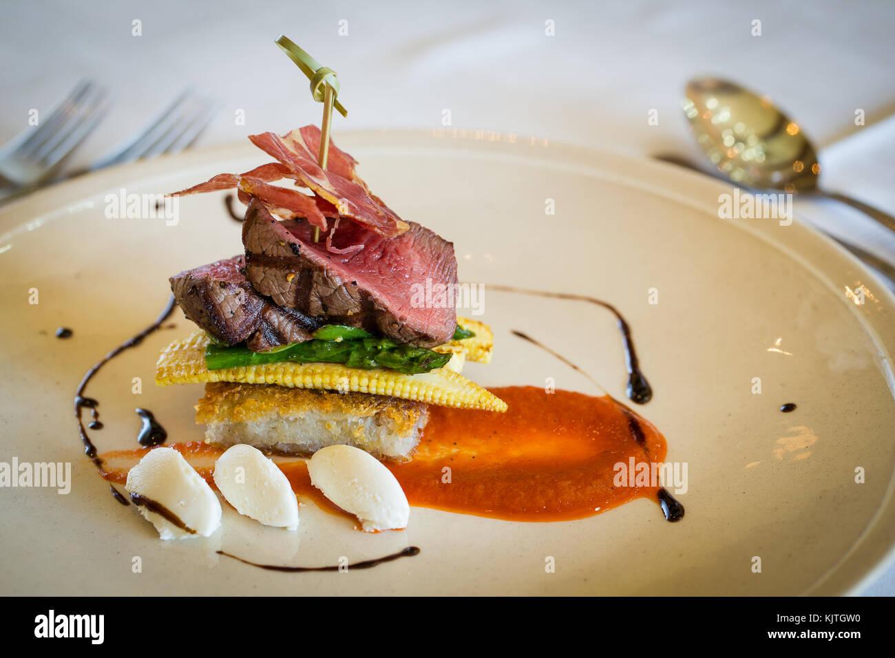 Rosbif gourmet délicieux déjeuner dans un restaurant gastronomique Photo Stock