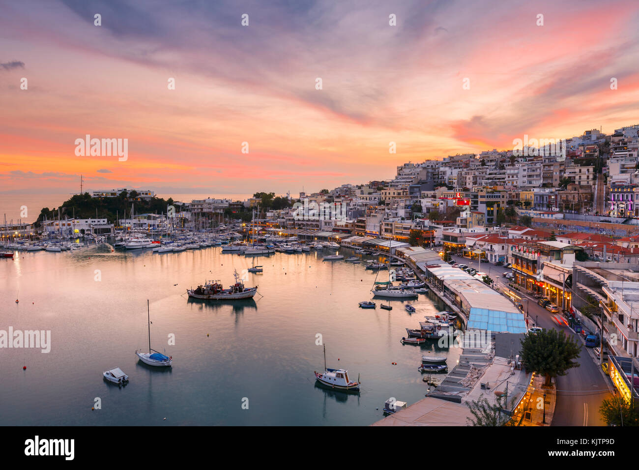 En soirée Mikrolimano marina à Athènes, Grèce. Photo Stock
