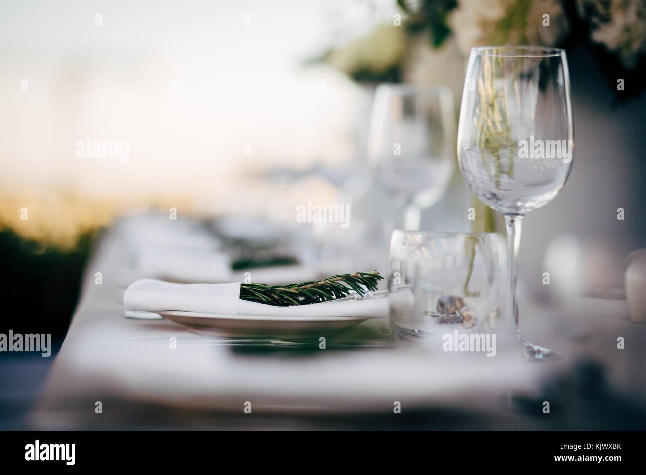 Réglage de la table de luxe pour les fêtes, Noël, les vacances et les mariages. Photo Stock