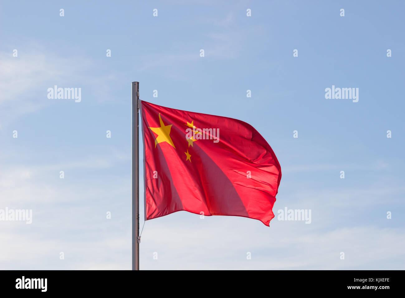 Drapeau Chinois En Fond De Ciel Bleu Vif Drapeau Rouge Avec
