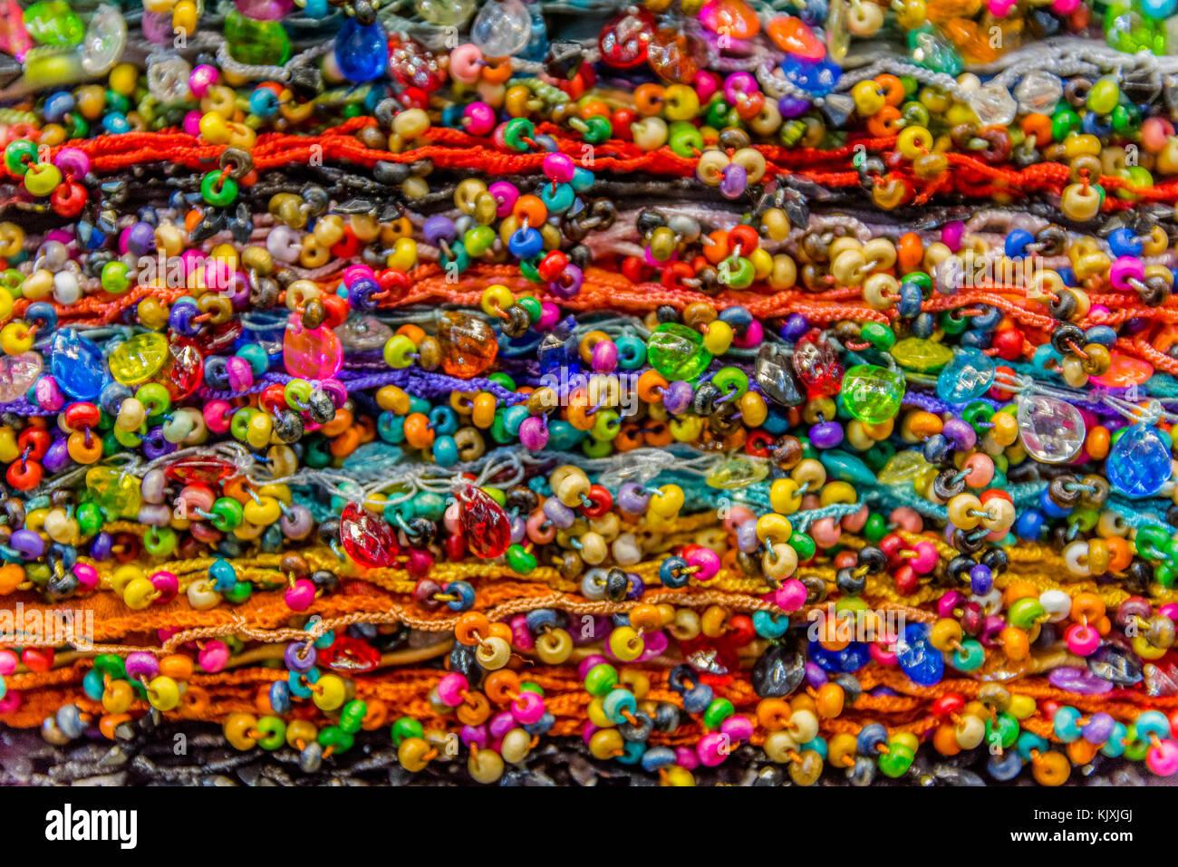 47b7c3628338 En soie colorés traditionnels ,chef des foulards ou des châles cachemire et  tissus composé d