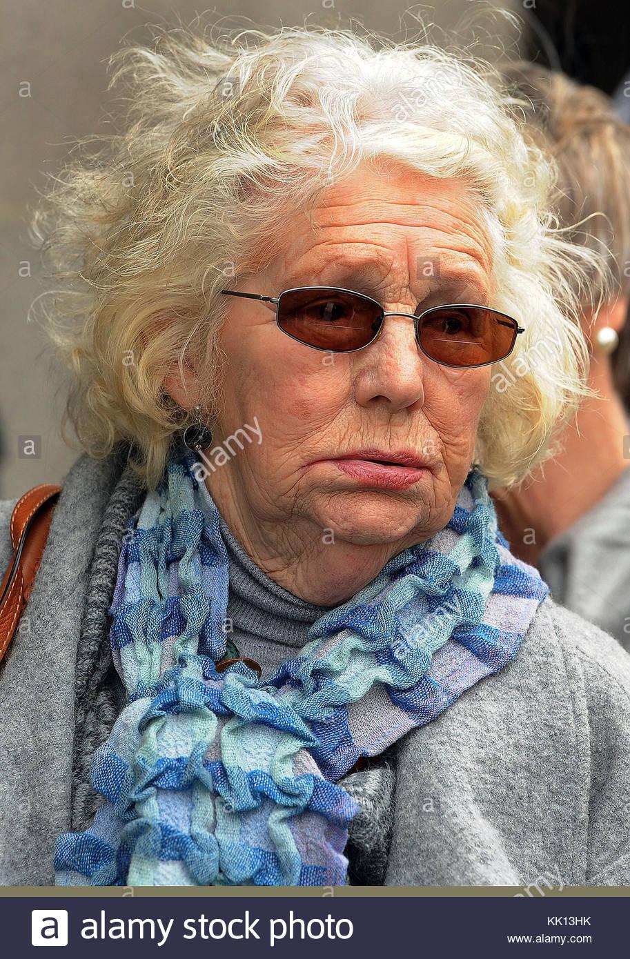 Photo de fichier en date du 11/3/2011 d'Isobel Hulsmann comme le frère de assassiné enquêteur Photo Stock