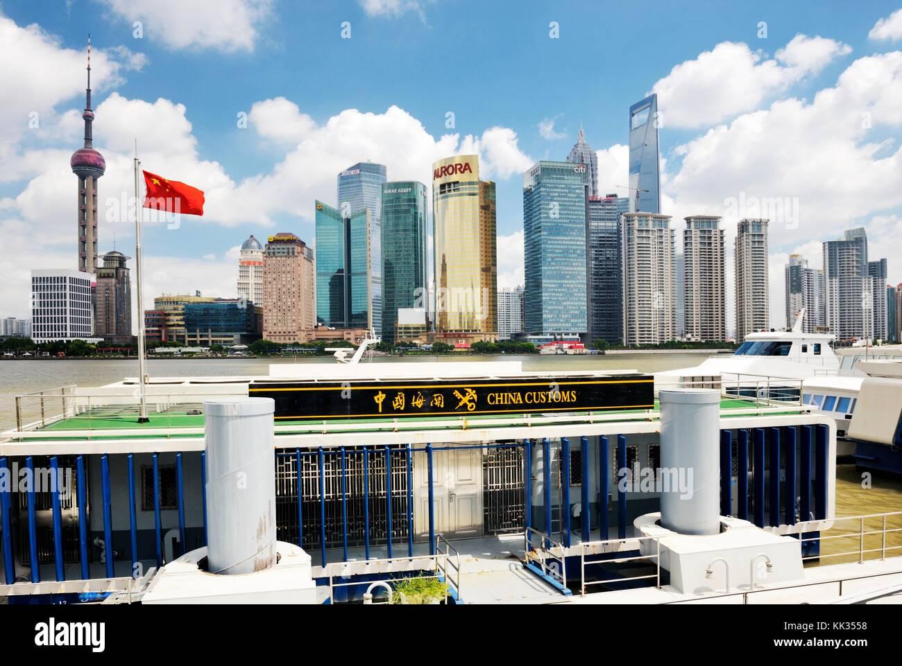 Pudong de Shanghai, Chine. vu dans l'horizon du fleuve Huangpu à partir du bureau de douane de la Chine Photo Stock