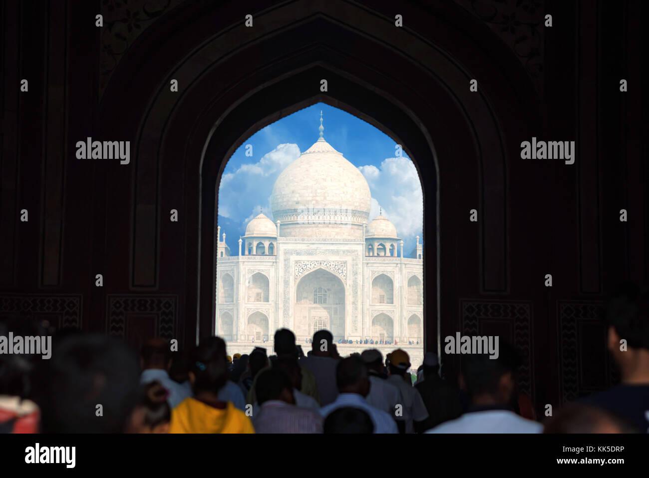 Taj Mahal porte panoramique vue dans Agra, Inde. Photo Stock