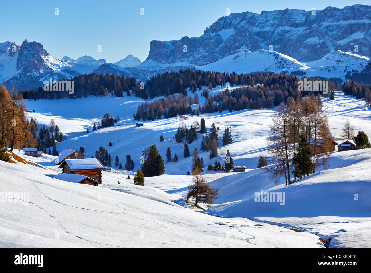 Lever de soleil sur l'hiver Alpe di Siusi Dolomites, Italie Photo Stock