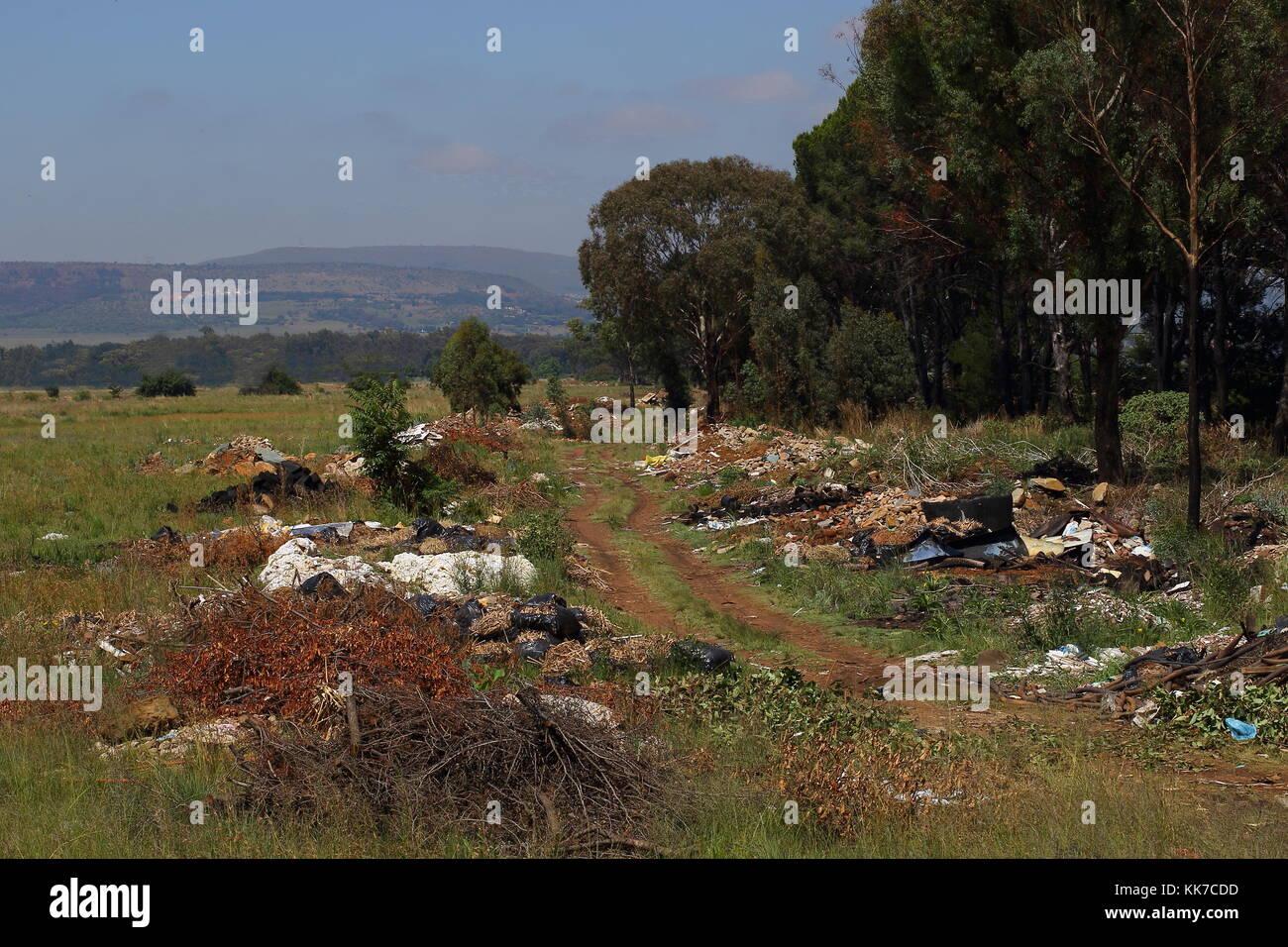 Le déversement illégal à la périphérie de Johannesburg, Afrique du Sud est l'une des Photo Stock