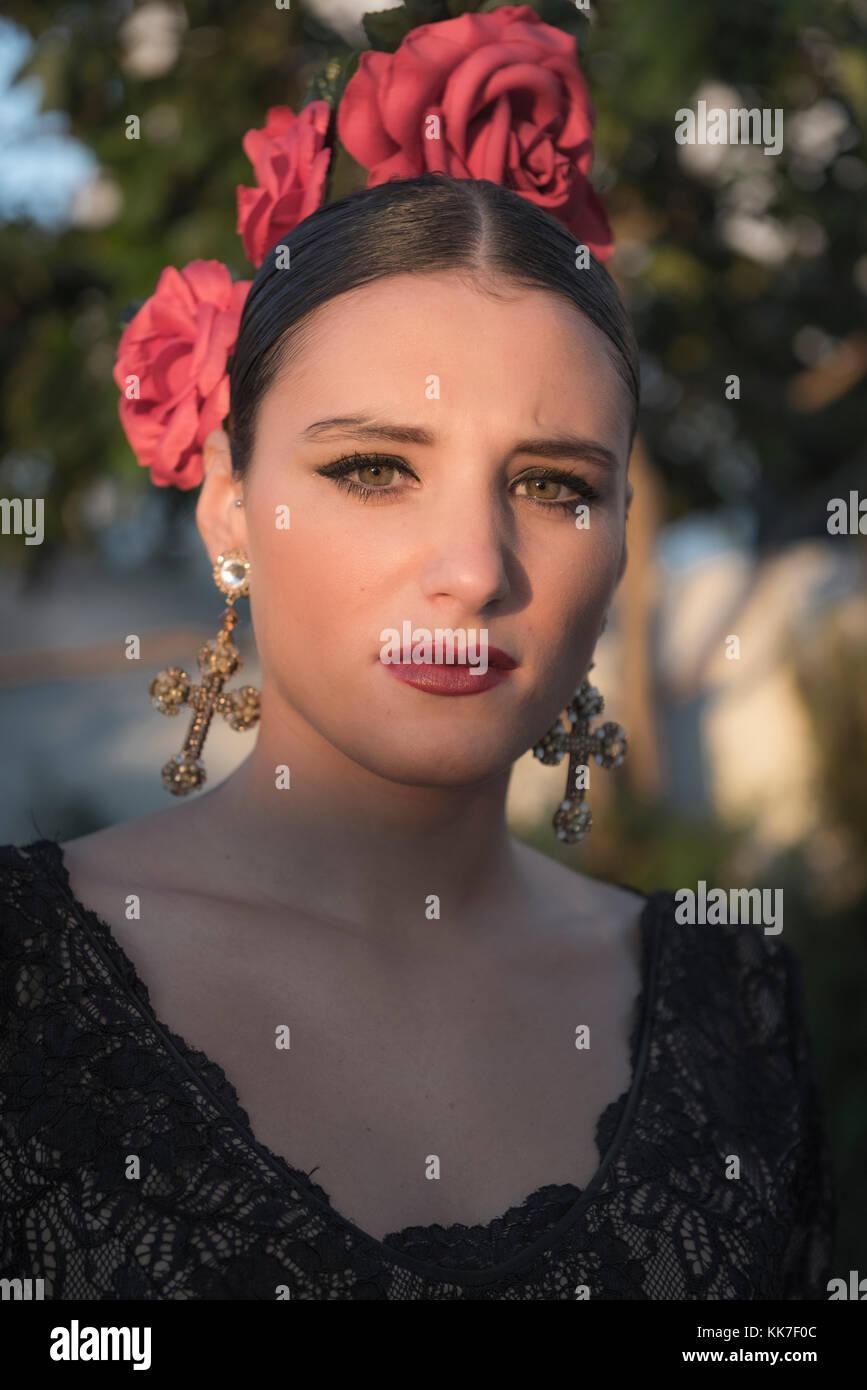 Femme Espagnole Dans Une Robe Flamenco Typique Banque D Images
