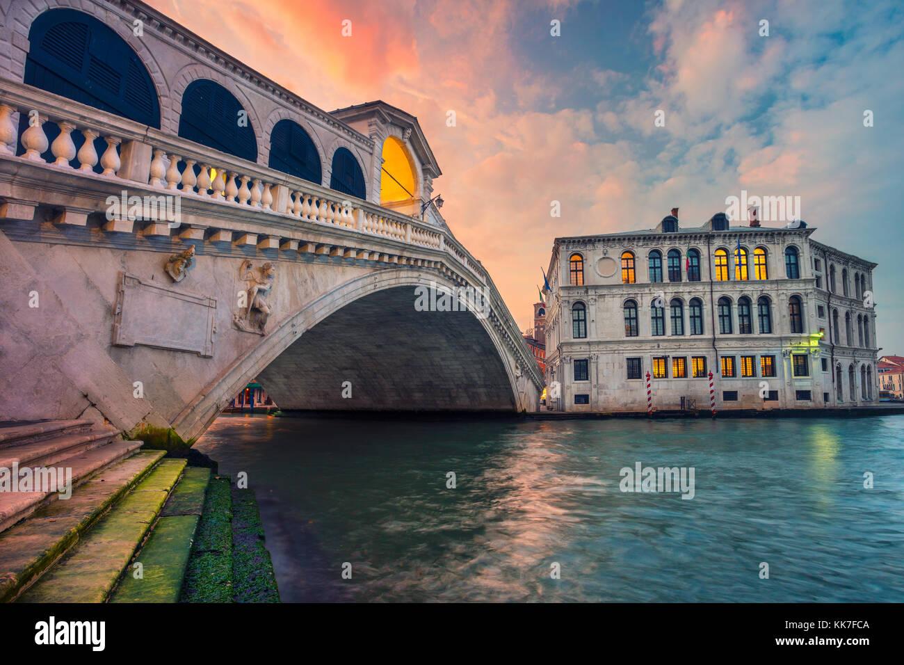 Venise. cityscape image de Venise avec le célèbre pont du Rialto et le grand canal. Photo Stock