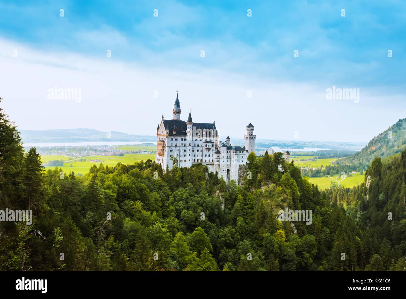 Belle vue aérienne du château de Neuschwanstein en été Photo Stock