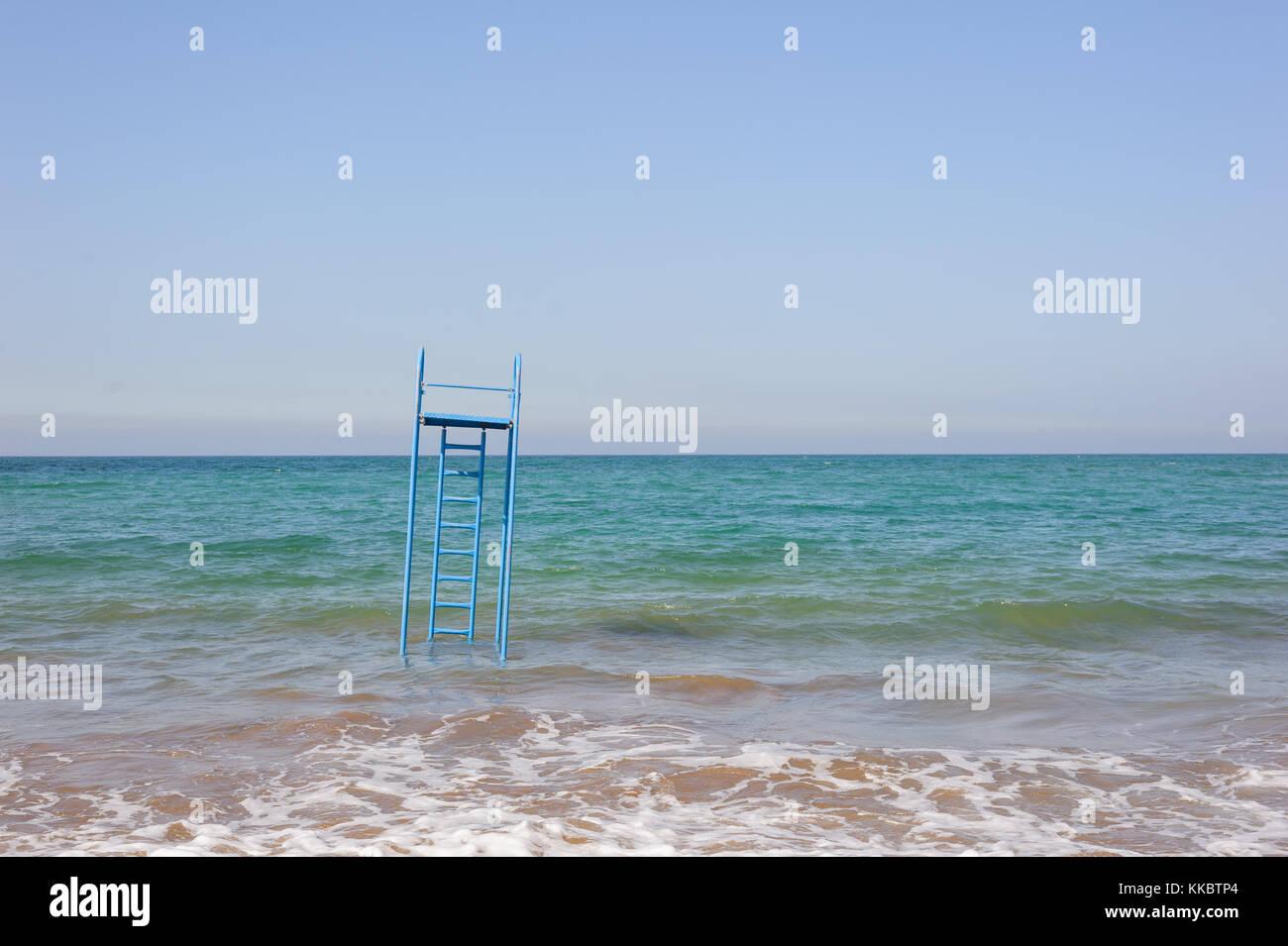 La noyade de l'échelle de sauvetage dans l'eau Photo Stock