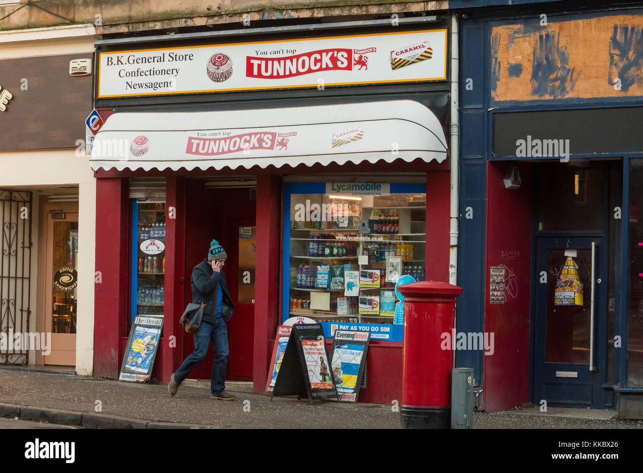 Corner Shop Magasin Général marchands sur Great Western Road, Glasgow, Scotland, UK Photo Stock