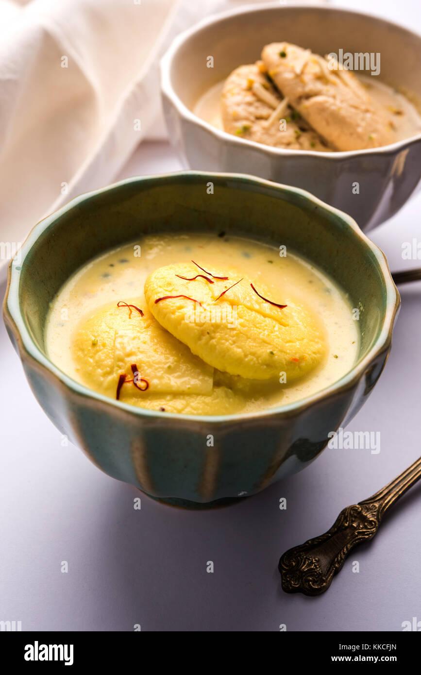 Ras malai ou rasmalai ou rossomalai est effectuée à l'aide alimentaire dessert indien jagré ou Photo Stock