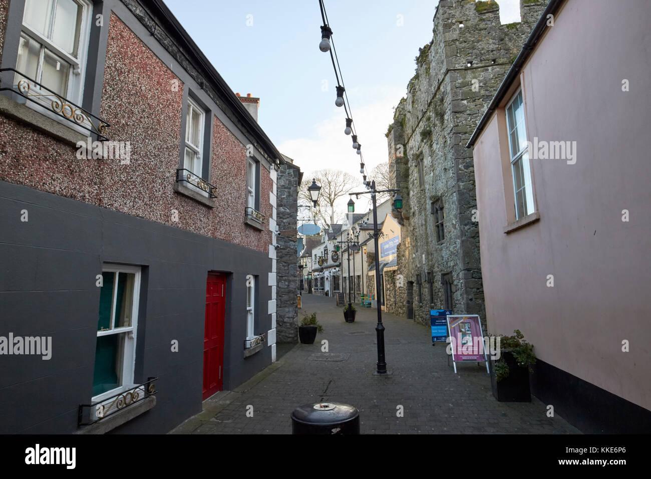 Historique La rue étroite tholsel médiéval carlingford dans le comté de Louth république Photo Stock