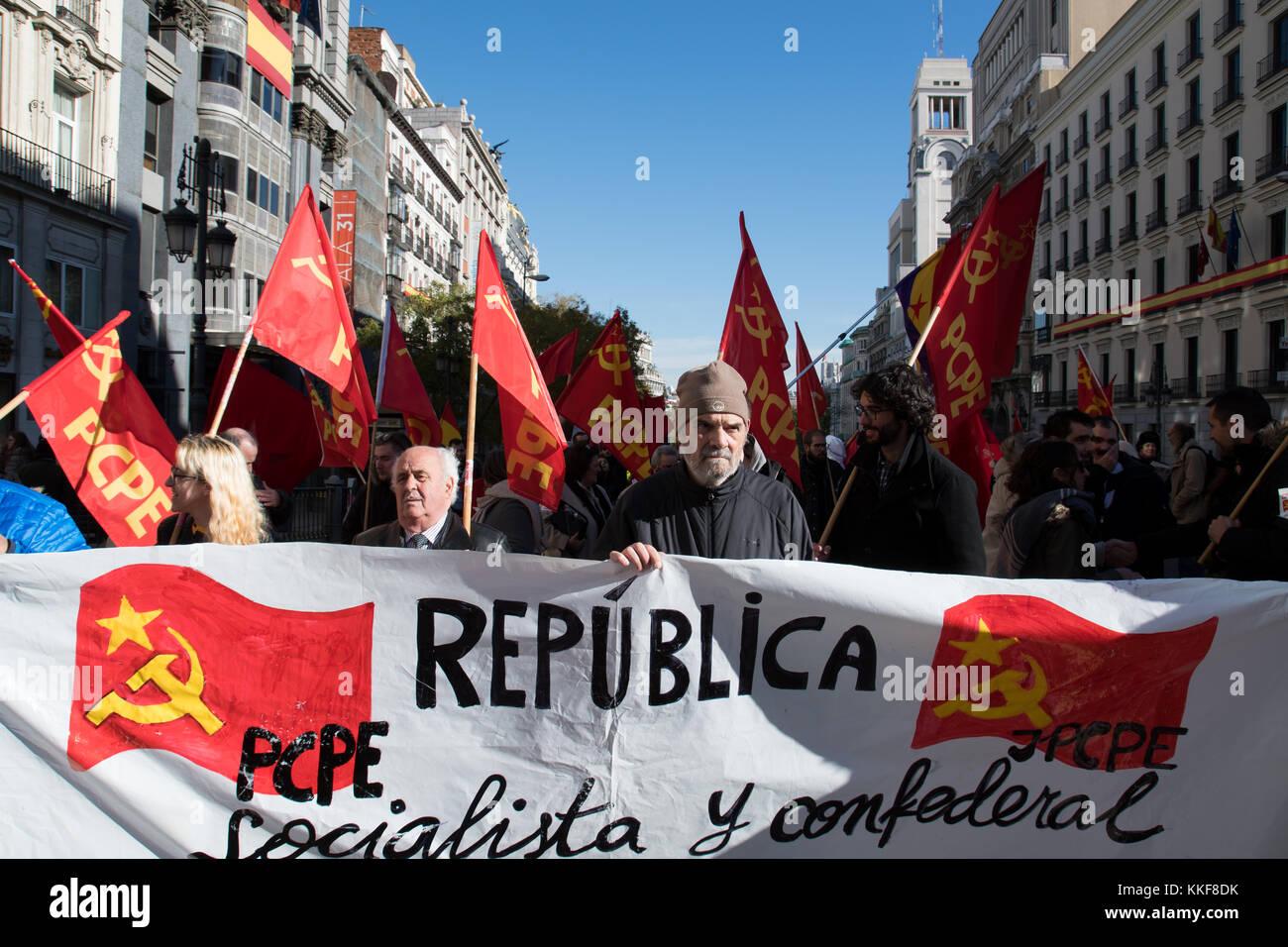 Madrid, Espagne. 6 décembre, 2017. bannière du parti communiste des peuples d'Espagne (PCPE) pendant la manifestation revendiquant pour la 3e république espagnole qui s'est tenue à Madrid. © valentin sama-rojo/Alamy live news. Banque D'Images