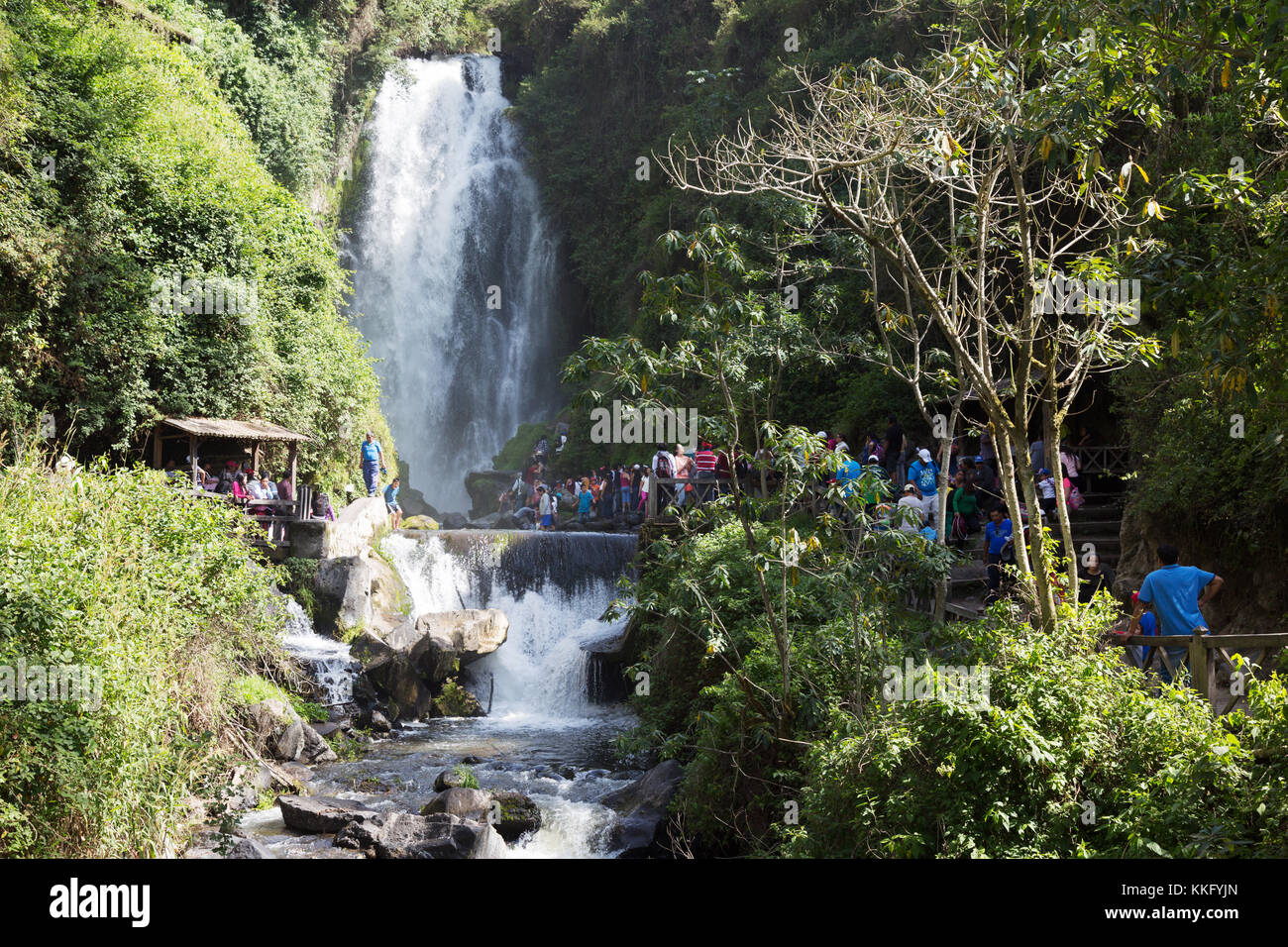 Equateur - Cascade Falls Peguche, Otavalo, Equateur Amérique du Sud Photo Stock