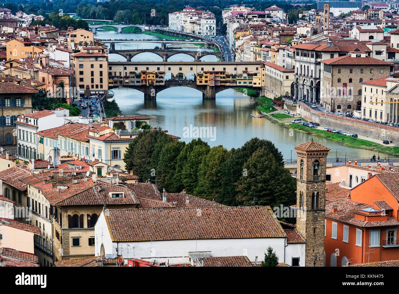 Vue sur la ville et de l'Arno, Florence, Italie. Photo Stock