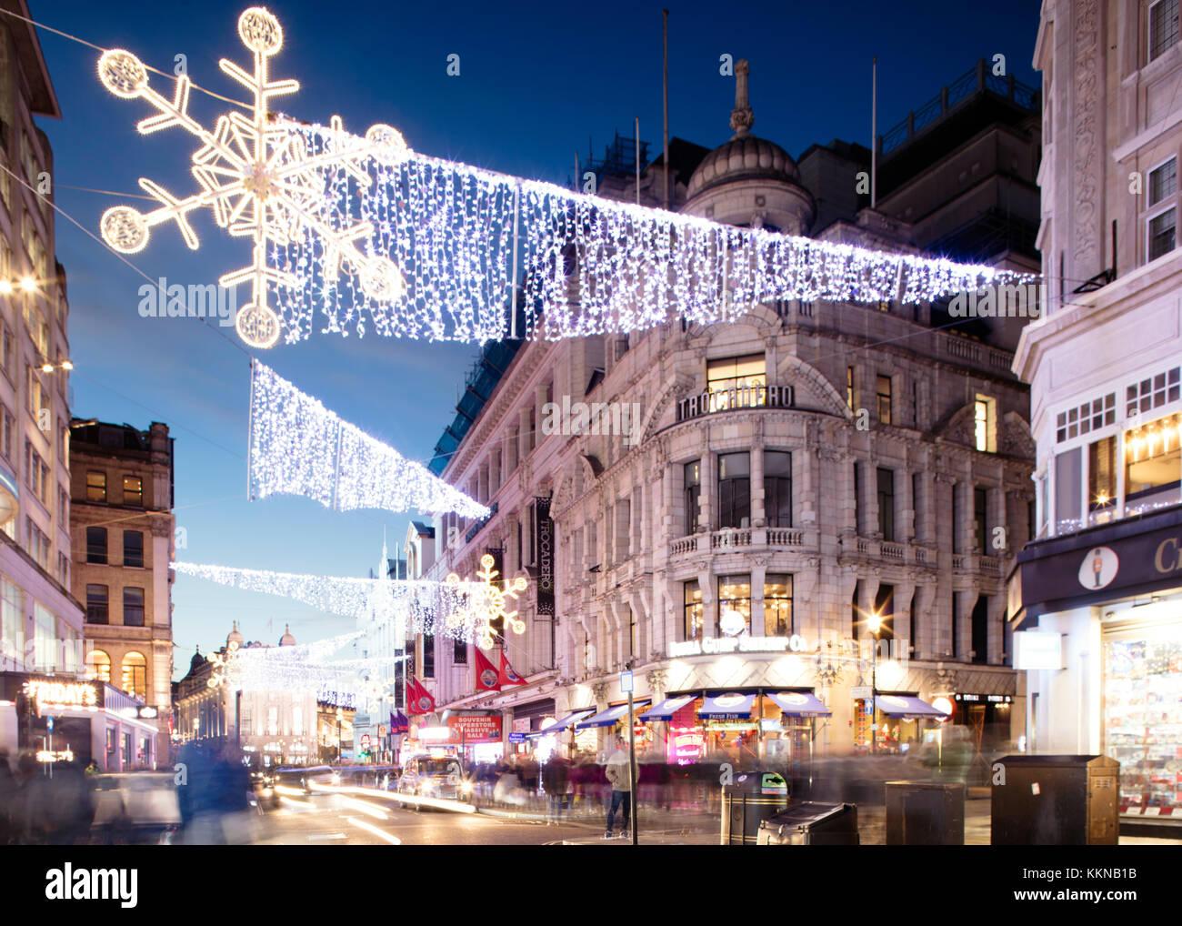 L'Angleterre, Londres, les lumières de Noël sur Piccadilly Circus et Regent Street Photo Stock