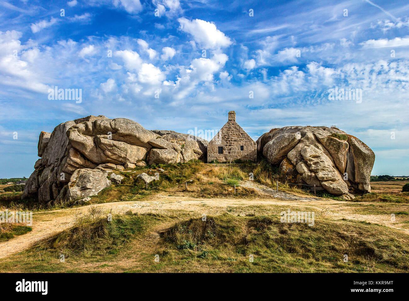 Maison dans les rochers meneham kerlouan france banque for Achat maison kerlouan