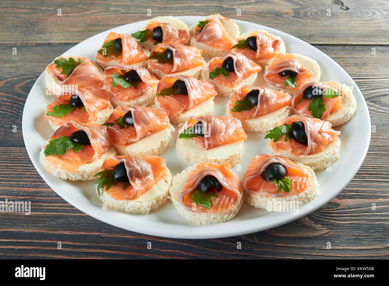 De délicieux plats sur la table en bois Photo Stock