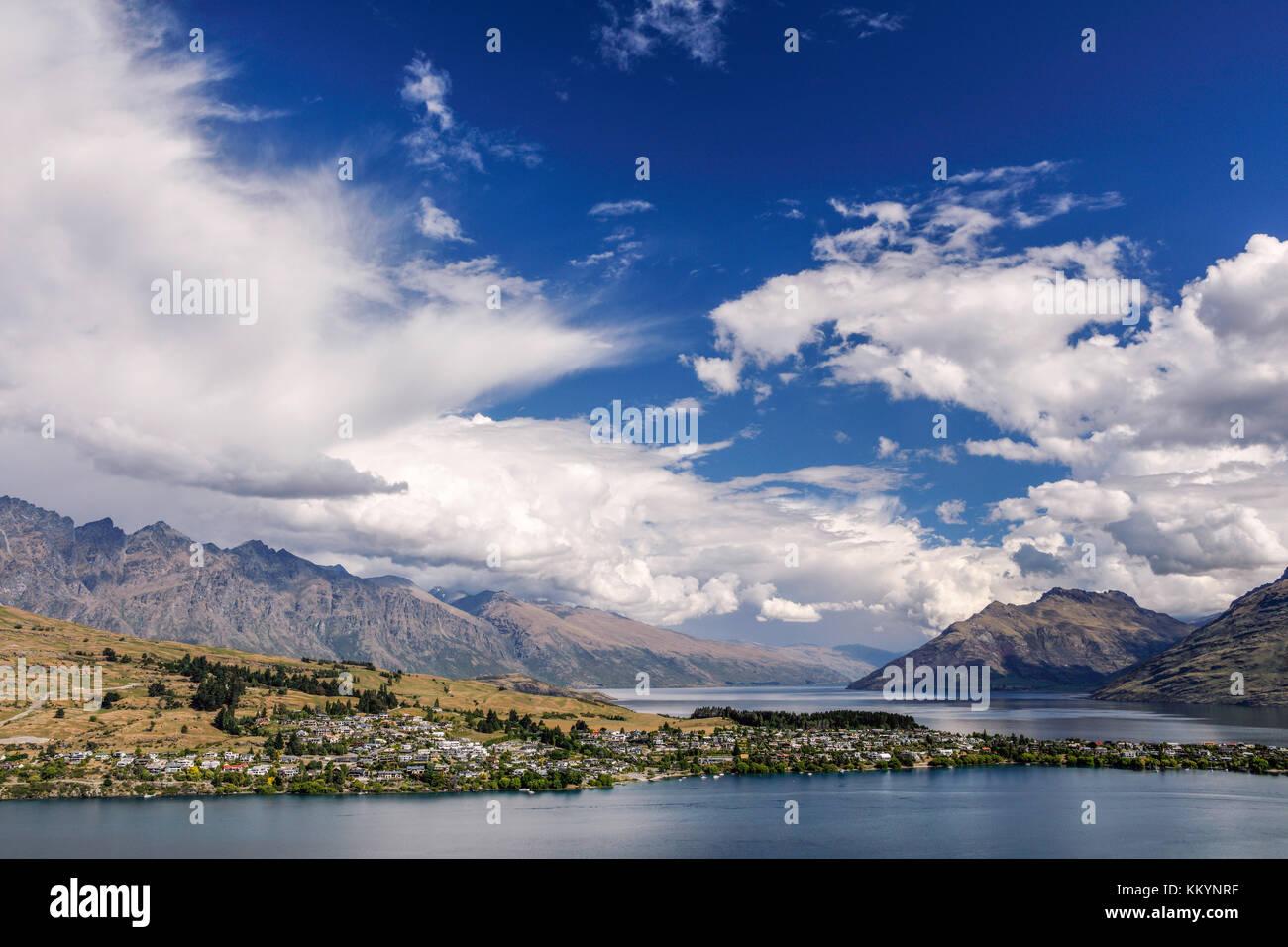 Les nuages au-dessus de Queenstown, Région de l'Otago, Nouvelle-Zélande. Photo Stock