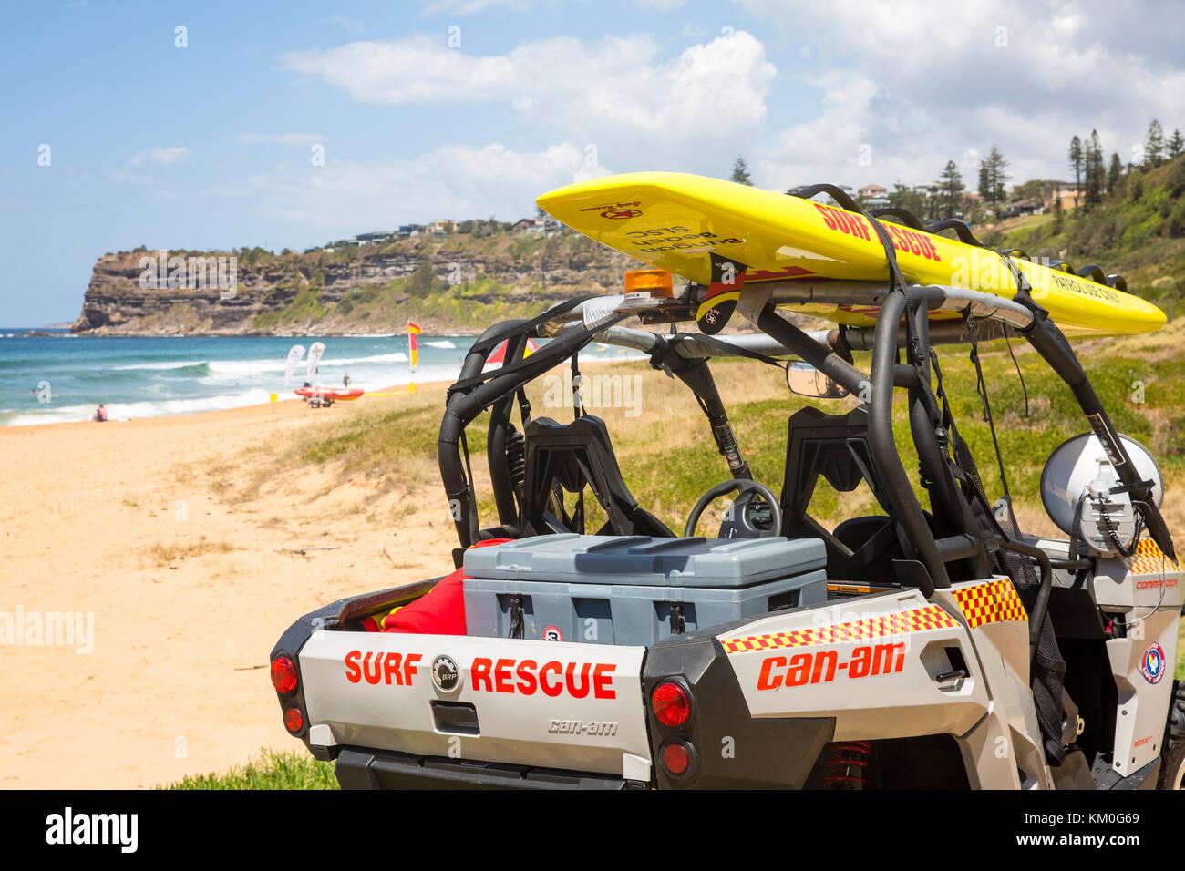 Les bénévoles de sauvetage sauvetage Surf sur Bungan beach, Sydney, Australie Banque D'Images
