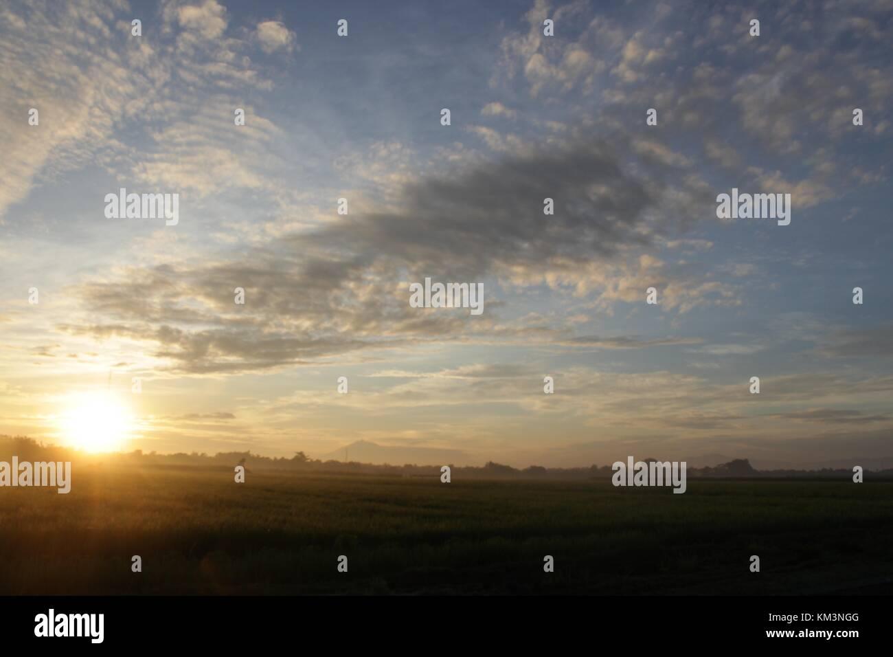 Pagi yang indah di desaku. menikmati yang indah, Rani, hangat dan penuh. cinta maka nikmat tuhan lagi mana yang Photo Stock