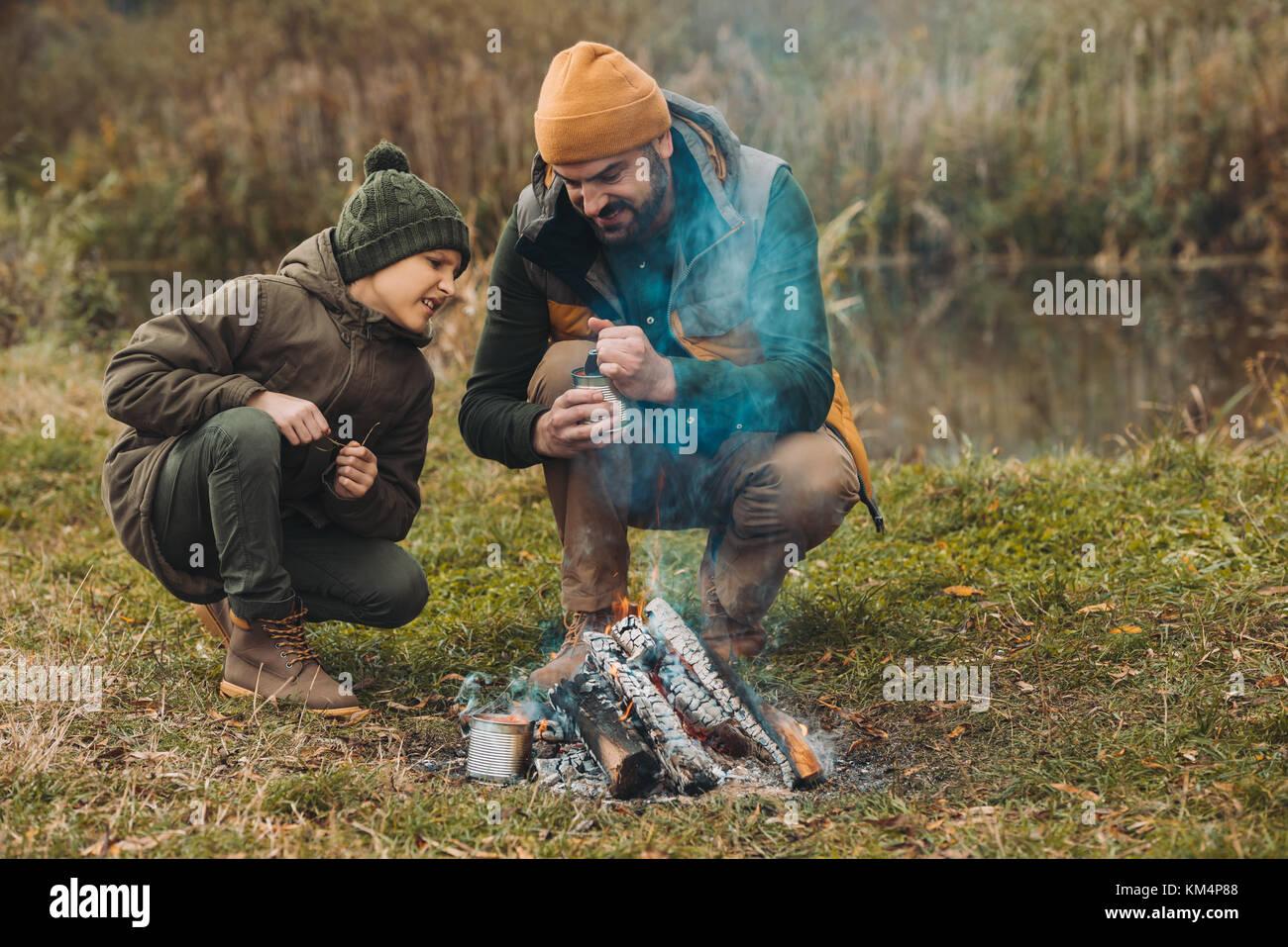 Ouverture père boîte de haricots Photo Stock