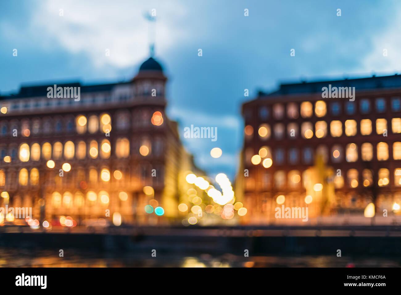 Helsinki, Finlande. abstract bokeh flou boke fond de carrefour de pohjoisranta et kirkkokatu street dans la soirée Photo Stock