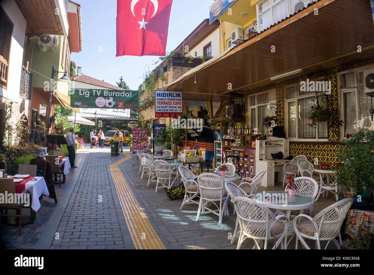 En dehors de la gastronomie à une petite allée de kaleici, la vieille ville d'Antalya, riviera turque, Photo Stock