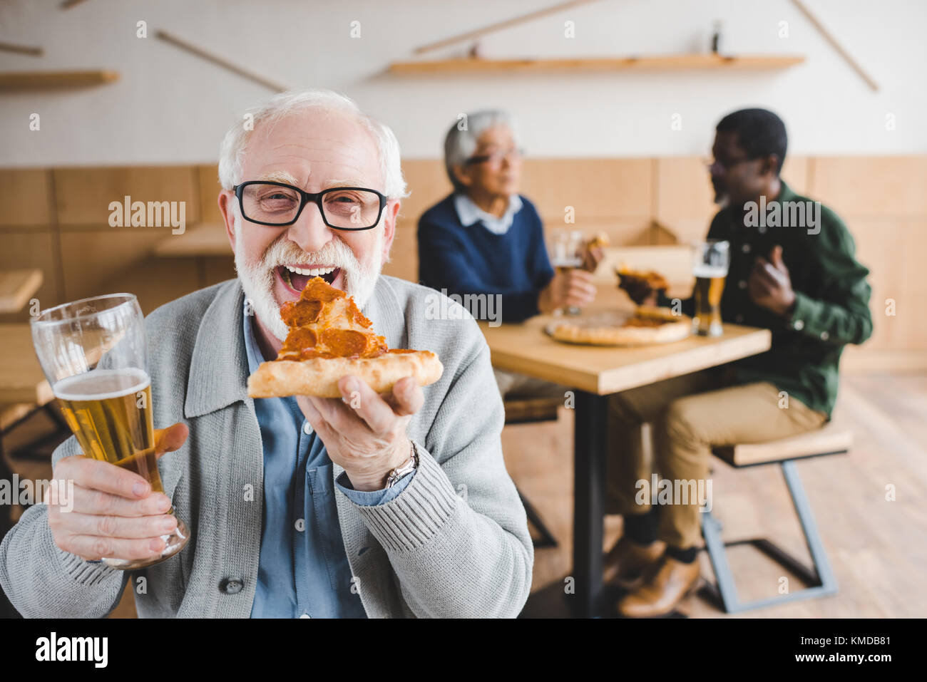 manger des pizzas Banque D'Images